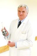 Врач-директор ортопедической клиники Кассель, доктор медицинских наук, профессор Вернер Зиеберт