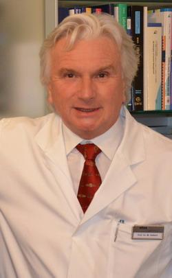Профессор В.Зиберт - руководитель ортопедической клиники Кассель, ведущий специалист в области миниинвазивного протезирование суставов